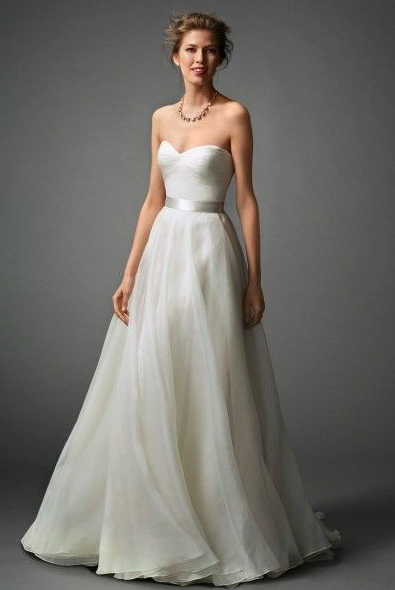 Classic heart shaped floating organza wedding dress