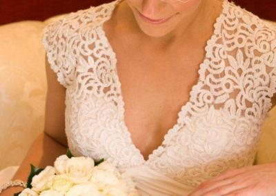 IB_V-neck_lace_wedding_dress