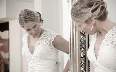 How to successfully buy your wedding dress online